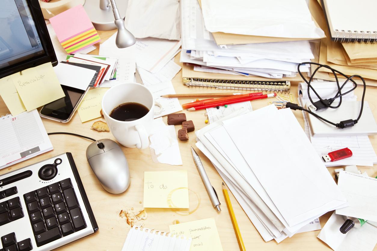 decluttering-your-desk-complete-shredding-solutions